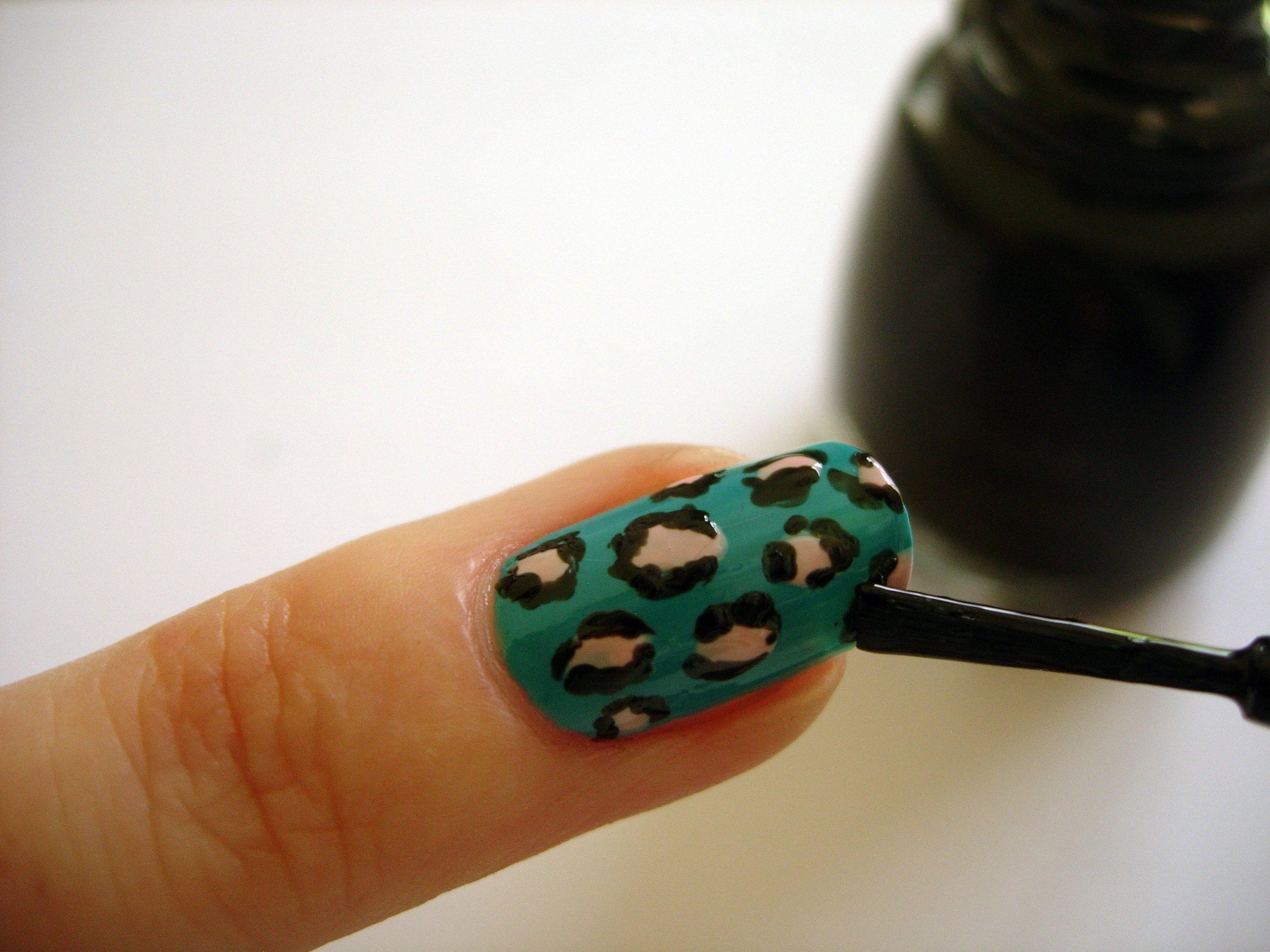 Beaut ie How To: DIY Leopard Print Nails | Beaut ie