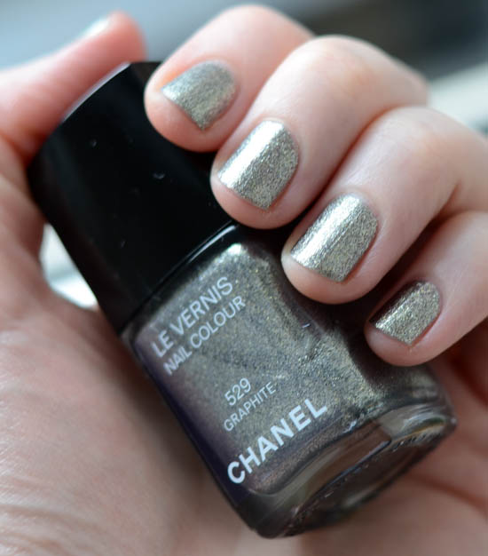 Chanel Graphite Nail Polish: Review and pics