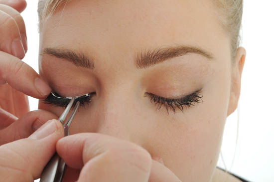 place false lashes on lashes