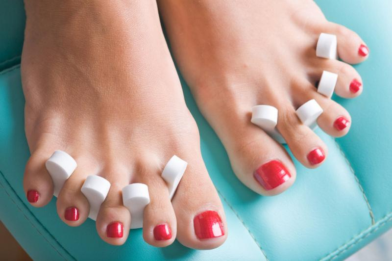How to diy yourself a swizzy pedicure beaut painted toenails solutioingenieria Gallery