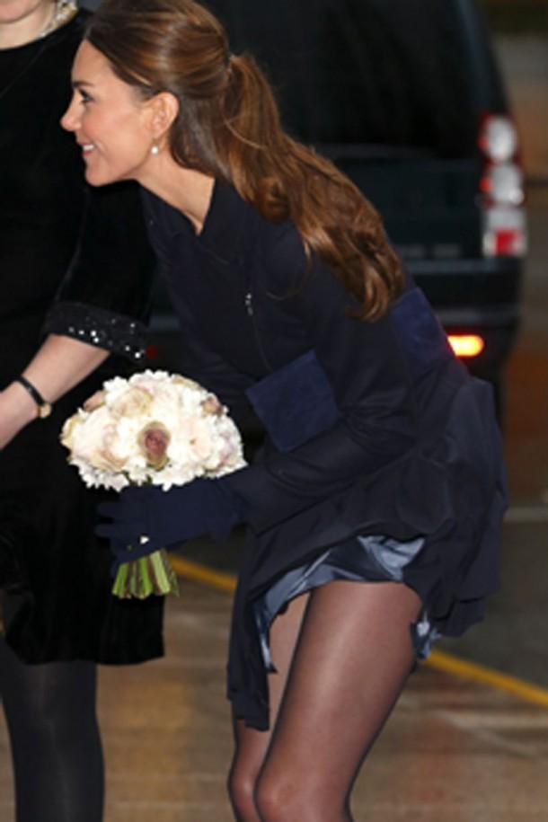 Kate-Middleton-skirt-wind