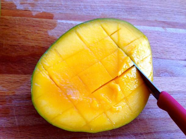 3. cutting the mango 2
