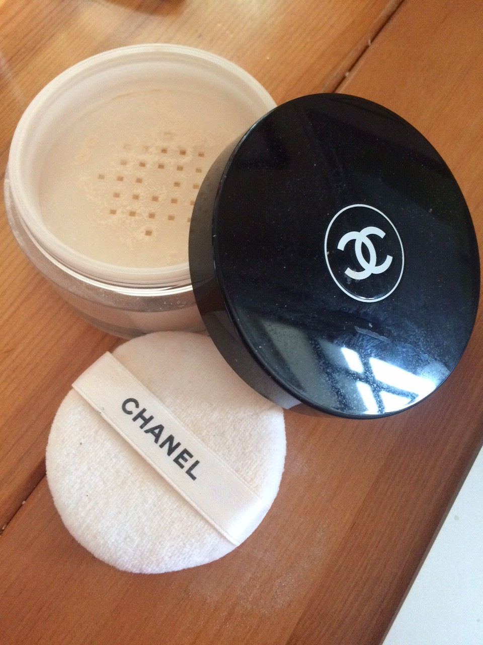 Compact and loose powder. Which is better