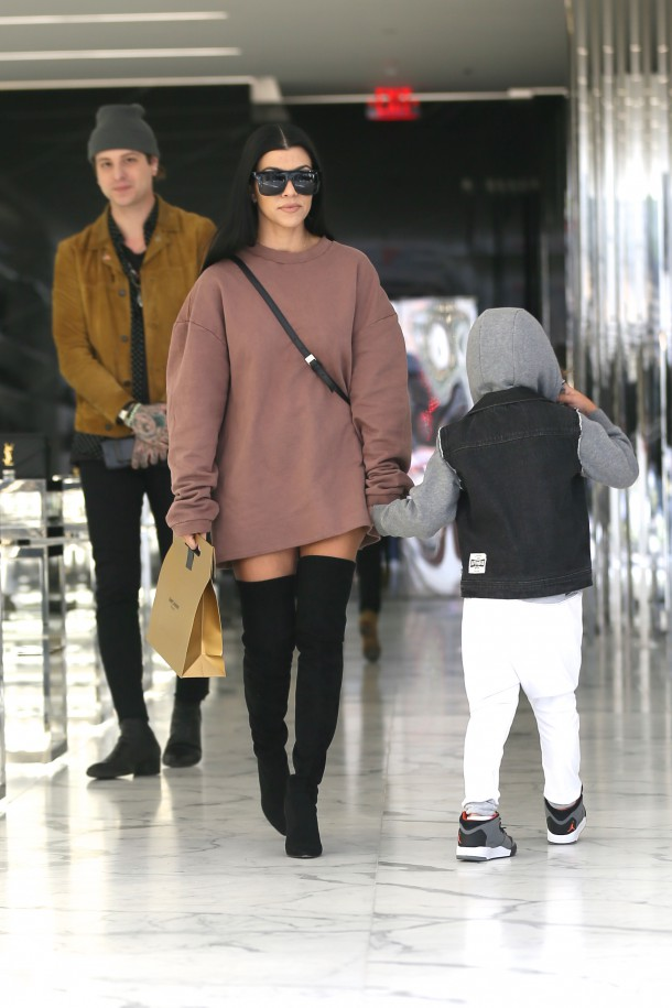 "Kourtney Kardashian doing the ""lampshade"""