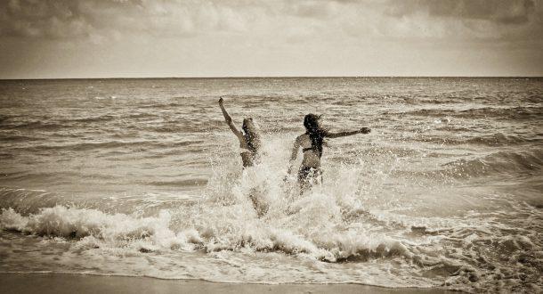 stock snap friendship beach