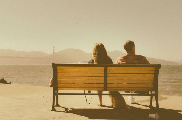 bench-sea-sunny-man-woman-pexels
