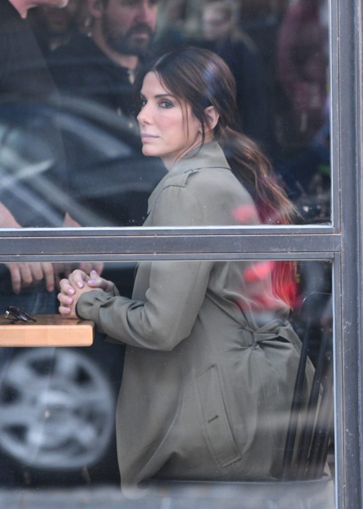 Sandra Bullock and Cate Blanchett on the set of 'Ocean's Eight' Featuring: Sandra Bullock, Cate Blanchett Where: Manhattan, New York, United States When: 24 Oct 2016 Credit: TNYF/WENN.com