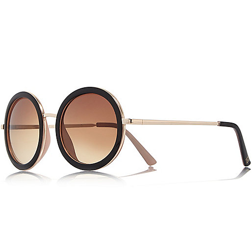 3d97bc8b22 Everyone will be getting a pair of round sunglasses this summer so ...