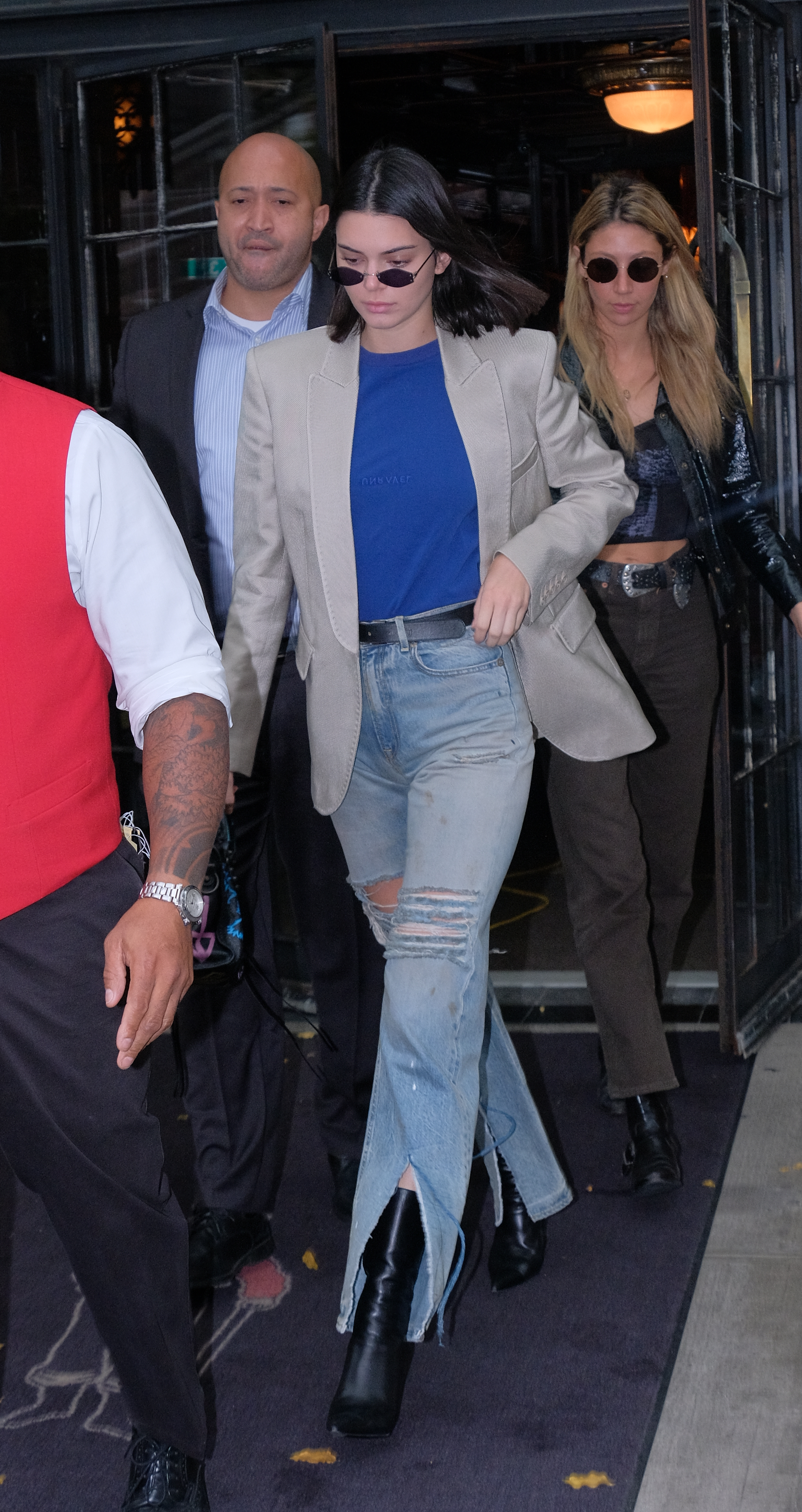 kendall jenner blue jeans and black shoes