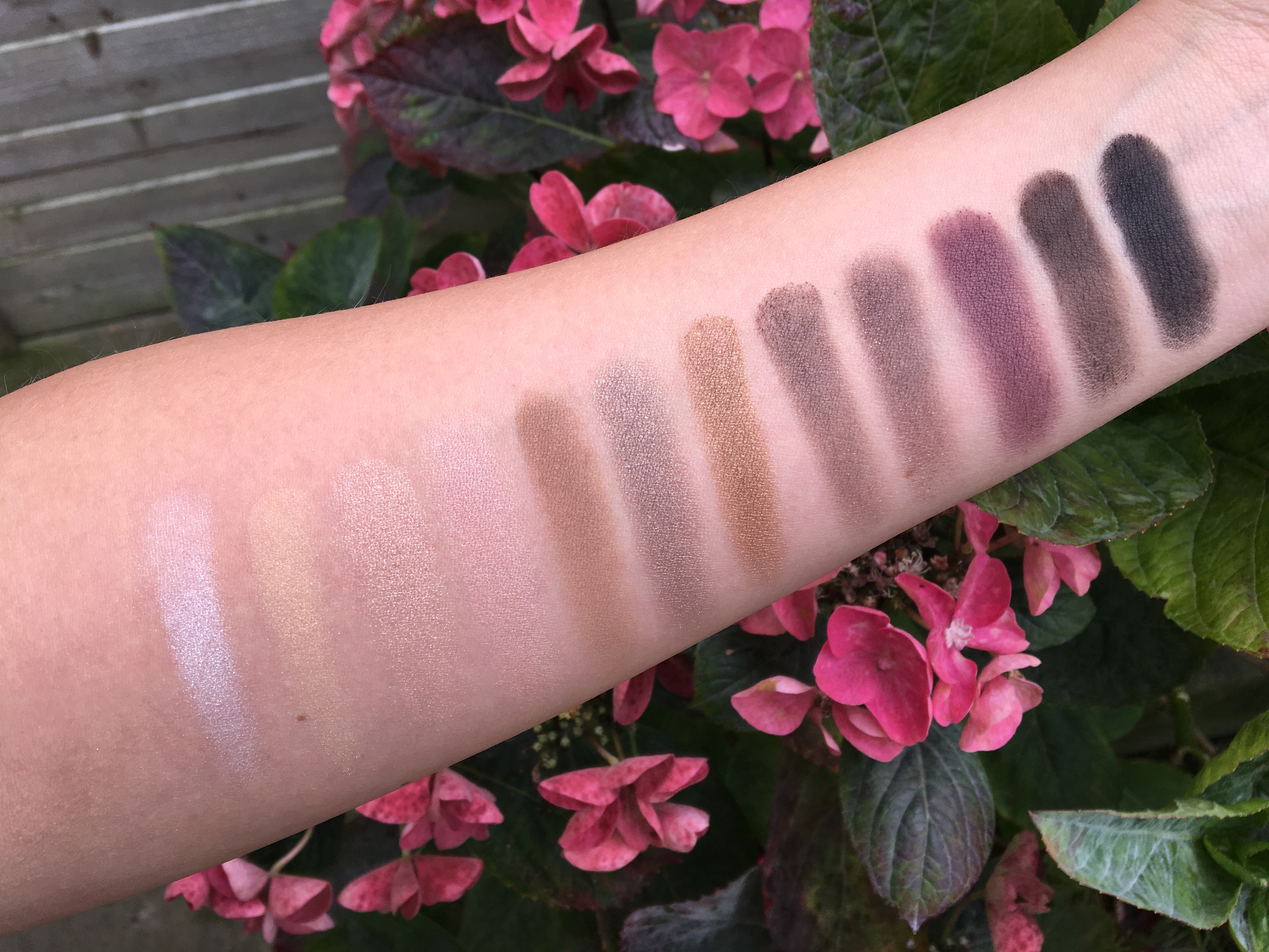 essential eyeshadow palette The Balm