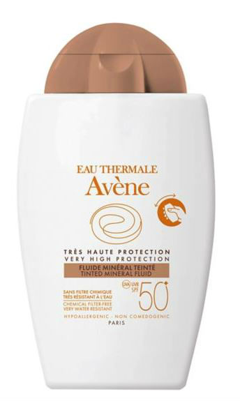 avene wearing sunscreen