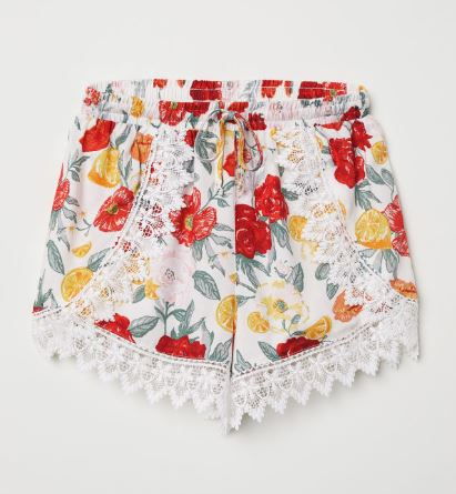 Lace-trimmed shorts €17.99